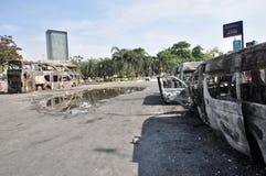 Bangkok, Tajlandia/- 12 02 2013: Autobus i dwa samochodu dostawczego dostać set na ogieniu na Ramkhamhaeng drodze Fotografia Royalty Free
