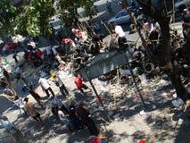 Bangkok, Tajlandia/- 04 30 2010: Czerwone koszula stawiać w górę barykad i bloków obszarów głównych wokoło Środkowego Bangkok Fotografia Stock