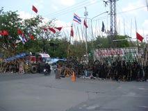 Bangkok, Tajlandia/- 04 30 2010: Czerwone koszula stawiać w górę barykad i bloków obszarów głównych wokoło Środkowego Bangkok Zdjęcia Royalty Free