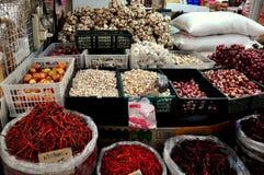 Bangkok, Tajlandia: Czosnku & Chili pieprze przy rynkiem Obraz Royalty Free