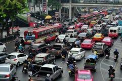 Bangkok, Tajlandia: Godziny Szczytu ruch drogowy dżem Obrazy Royalty Free