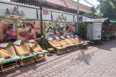 BANGKOK TAJLANDIA, Grudzień, - 22 2017: Miejsce dla tajlandzkiego masażu na Rambuttri drodze Obraz Stock