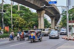 BANGKOK TAJLANDIA, GRUDZIEŃ, - 28, 2017: Nowożytny centrum miasta z b Obraz Royalty Free