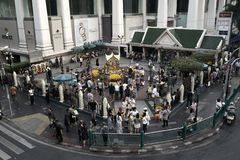 Bangkok, Tajlandia, - 05 Jan 2018: Erawan świątynia przy Ratchaprasong skrzyżowaniem przy dnia czasem na Styczniu 05, 2018 Obraz Stock