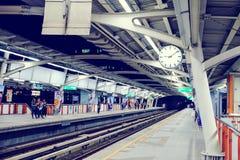BANGKOK TAJLANDIA, JAN, - 30, 2017: Bangkok nieba pociągu podróżnicy Obraz Stock