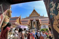 BANGKOK TAJLANDIA, JAN 03 -: Wiele ludzie iść Uroczysty pałac Zdjęcie Stock
