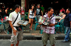 Bangkok, Tajlandia: Khao San drogi sprzedawcy Obraz Stock