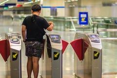 Bangkok Tajlandia, Kwiecień, - 23, 2017: Niezidentyfikowany pasażerski use c Zdjęcie Royalty Free