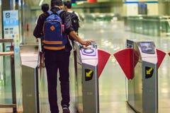 Bangkok Tajlandia, Kwiecień, - 23, 2017: Niezidentyfikowany pasażerski use c Obraz Royalty Free