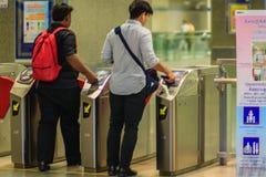 Bangkok Tajlandia, Kwiecień, - 23, 2017: Niezidentyfikowany pasażerski use c Obrazy Stock