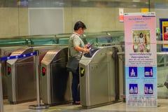 Bangkok Tajlandia, Kwiecień, - 23, 2017: Niezidentyfikowany pasażerski use c Obraz Stock