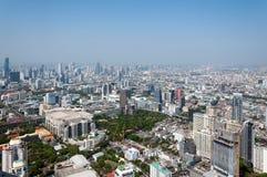BANGKOK TAJLANDIA, KWIECIEŃ, - 21, 2015: Panoramiczny widok z lotu ptaka Bangkok w pięknym wiosna ranku Bangkok, Tajlandia Obraz Royalty Free