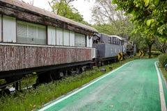 BANGKOK TAJLANDIA, KWIECIEŃ, - 7, 2018: Zaniechany stary pociąg w miasto parku obraz royalty free