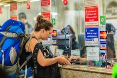 Bangkok Tajlandia, Kwiecień, - 23, 2017: Niezidentyfikowana backpacker wycieczka turysyczna Zdjęcie Royalty Free