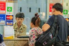 Bangkok Tajlandia, Kwiecień, - 23, 2017: Niezidentyfikowana backpacker wycieczka turysyczna Zdjęcie Stock