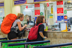Bangkok Tajlandia, Kwiecień, - 23, 2017: Niezidentyfikowana backpacker wycieczka turysyczna Obrazy Royalty Free