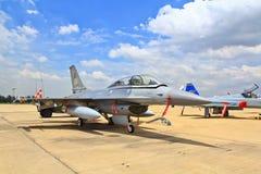 BANGKOK TAJLANDIA, LIPIEC, - 02: F-16 Królewski Tajlandzki siły powietrzne przedstawienia festiwal Zdjęcie Royalty Free