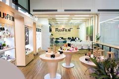 BANGKOK TAJLANDIA, LIPIEC, - 11, 2018: FUJIFILM kamery PRO usługa L obrazy royalty free