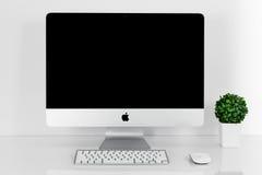 BANGKOK TAJLANDIA, Listopad, - 22, 2015: Fotografia nowy iMac 21 5 Wi Zdjęcia Royalty Free