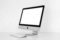BANGKOK TAJLANDIA, Listopad, - 22, 2015: Fotografia nowy iMac 21 5 Z OS, El Capitan X iMac - monoblock osobiści komputery serie, Obrazy Royalty Free