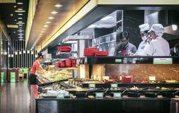 BANGKOK, TAJLANDIA LISTOPAD 19: Kierownik prac behin i szefowie kuchni obraz stock