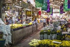 BANGKOK TAJLANDIA, LISTOPAD, - 07, 2015: Lokalna kobieta sprzedaje Tajlandzkiego st Obrazy Royalty Free