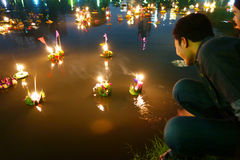 Bangkok Tajlandia 6 2014 Listopad - Loy krathong festiwal przy gomółką Obrazy Royalty Free