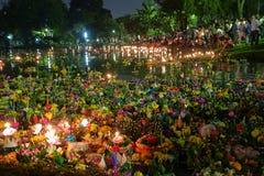 Bangkok Tajlandia 6 2014 Listopad - Loy krathong festiwal przy lumphini parkiem Obrazy Stock