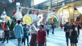 BANGKOK TAJLANDIA: LISTOPAD 17 2018: Upływ bożonarodzeniowe światła I dekoracje w Bangkok, Tajlandia zbiory wideo