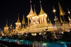 Bangkok Tajlandia, Listopad, - 4, 2017: Wiele turyści w Królewskim Crematorium dla królewiątka Bhumibol Adulyadej Zdjęcie Stock