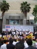 Bangkok, Tajlandia/- 05 26 2010: Ludzie świętują jedność po ogieni Fotografia Royalty Free
