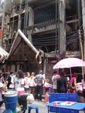 Bangkok, Tajlandia/- 05 26 2010: Ludzie są z powrotem ich życie po ogieni Zdjęcia Stock
