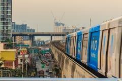 Bangkok Tajlandia, Luty, - 28, 2017: BTS Skytrain na podwyższonym Obraz Royalty Free