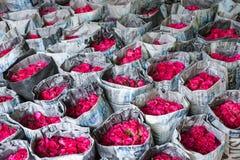 Bangkok, Tajlandia, Luty/6/2016: Bukiet czerwonych róż wra Obrazy Royalty Free