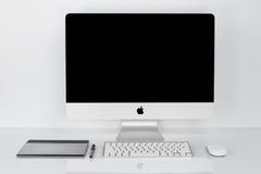 BANGKOK TAJLANDIA, Luty, - 01, 2016: Fotografia nowy iMac 21 5 Wi Obrazy Royalty Free