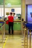 Bangkok Tajlandia, Luty, - 22, 2017: Niezidentyfikowani pasażerscy bu Obraz Stock