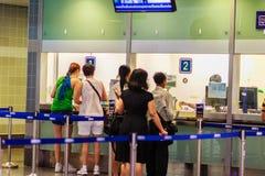 Bangkok Tajlandia, Luty, - 22, 2017: Niezidentyfikowani pasażerscy bu Zdjęcia Royalty Free