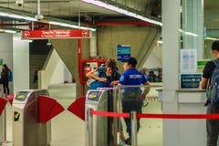 Bangkok Tajlandia, Luty, - 21, 2017: Pasażer kupujący bilet Obrazy Stock