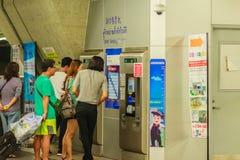 Bangkok Tajlandia, Luty, - 21, 2017: Pasażer kupujący bilet Fotografia Stock