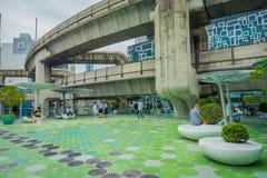 BANGKOK, TAJLANDIA, LUTY 08, 2018: Plenerowy widok niezidentyfikowani ludzie chodzi przy MBK centrum zakupy centrum handlowym w B Obraz Royalty Free