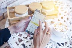 Bangkok Tajlandia, Luty, - 12,2017: Samsung pokazuje amazonkę app Obrazy Royalty Free