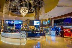 BANGKOK, TAJLANDIA, LUTY 02, 2018: Wspaniały salowy widok Siam Paragon zakupy centrum handlowe Z 16 5.000 i ekranami Fotografia Stock