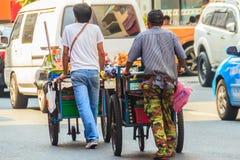 Bangkok Tajlandia, Marzec, - 2, 2017: Jarzynowy sprzedawca pcha a Obraz Royalty Free
