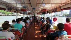 Bangkok Tajlandia, Marzec, - 5, 2018: Nawa widok ekspresowa łódź Popularna wodna przewieziona usługa przy Bangkok miastem, Chao P zdjęcie wideo