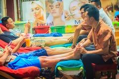Bangkok Tajlandia, Marzec, - 2, 2017: Nożna masaż usługa w zdroju Obrazy Stock