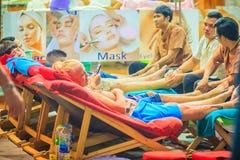 Bangkok Tajlandia, Marzec, - 2, 2017: Nożna masaż usługa w zdroju Zdjęcia Royalty Free
