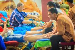 Bangkok Tajlandia, Marzec, - 2, 2017: Nożna masaż usługa w zdroju Fotografia Royalty Free