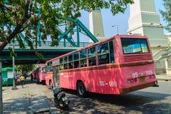 Bangkok Tajlandia, Marzec, - 2, 2017: Różowa autobusowa kreskowa liczba 8, początek Fotografia Royalty Free