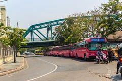 Bangkok Tajlandia, Marzec, - 2, 2017: Różowa autobusowa kreskowa liczba 8, początek Zdjęcie Royalty Free