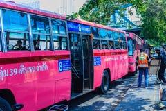 Bangkok Tajlandia, Marzec, - 2, 2017: Różowa autobusowa kreskowa liczba 8, początek Obrazy Royalty Free